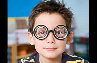 皇冠眼镜专家解读散光的症状都有哪些