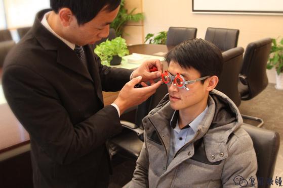 科学正确的选择隐形眼镜的方法
