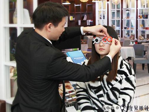 你了解多少近视眼的配镜技巧,皇冠眼镜来告诉你